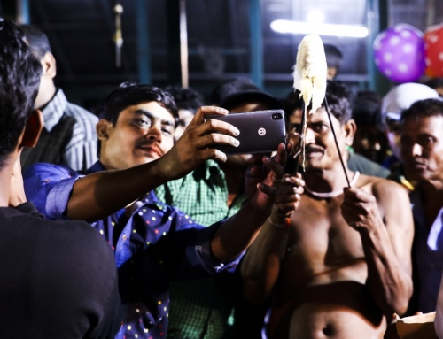 Photographing Gajan, a religious hindu festival of rural Bengal, at night in low ambient light